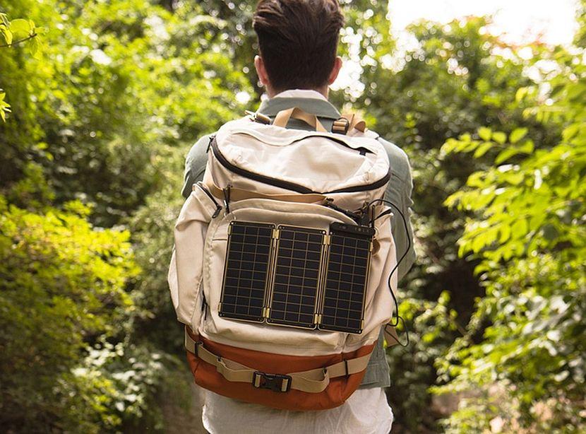 Punjenje baterije mobitela uz pomoć prenosivih solarnih panela