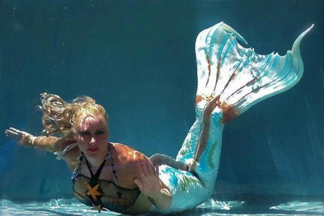 Ova djevojka kaže da je sirena, pod vodom izrdži i do 5 minuta