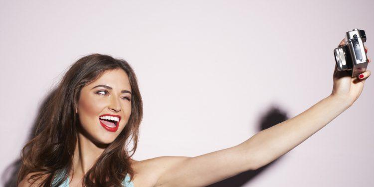 Šta se desi svaki put kad objavite selfie na Facebook-u?