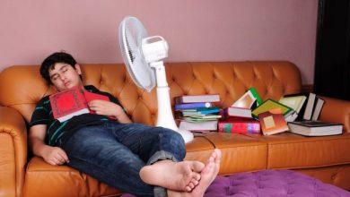 ventilator hlađenje muskarac momak spavanje ucenje knjiga