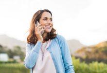 zena djevojka mobitel razgovor pricanje