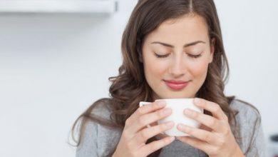 djevojka zena kafa pijenje