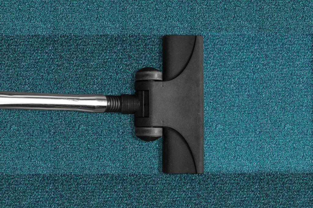 Trikovi za skidanje fleka sa tepiha