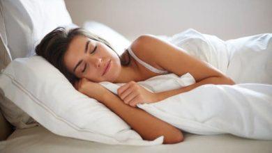 djevojka zena spavanje dremanje odmaranje krevet
