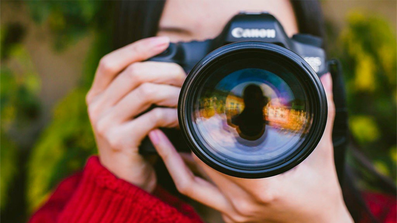 Porodica plaća blizu 80 hiljada funti godišnje fotografu da ih prati na putovanjima