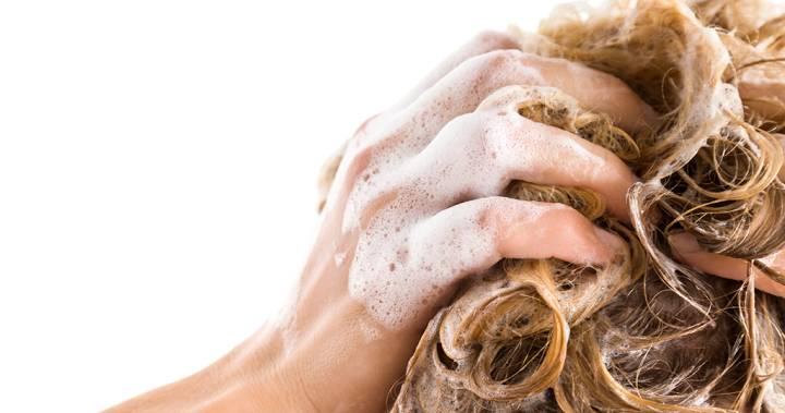 Ispirajte kosu jabukovim sirćetom: Rezultati će vas oduševiti!