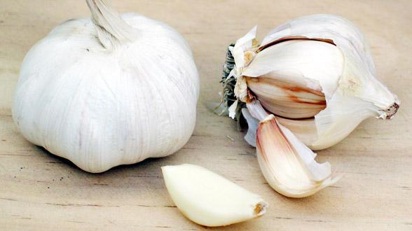 Pet korisnih efekata bijelog luka na kožu