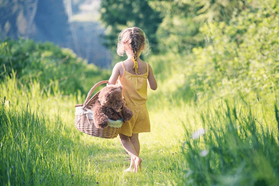 Evo zašto je dobro pustiti djecu da češće hodaju bosa