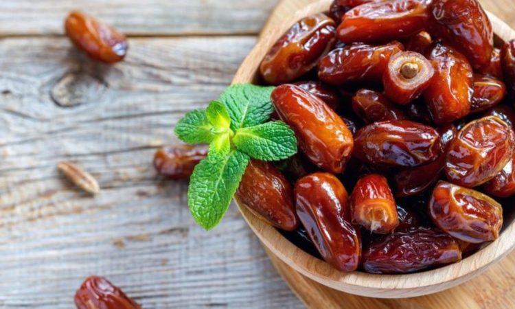 Zašto je dobro jesti tri hurme dnevno?